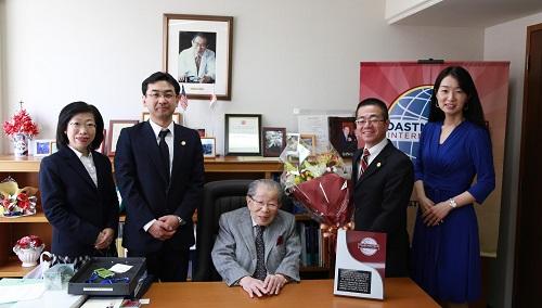 2013年コミュニケーション・リーダーシップ賞(日野原重明氏)授与式